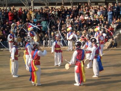 Watching a traditional samulnori performance in Korea