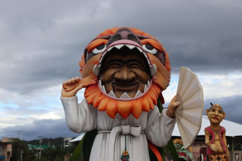 Statue of a dancing figure wearing a Hahoetal mask in Andong