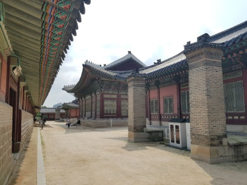 Walking around beautiful Gyeongbokgung Palace