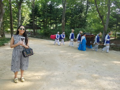 Watching traditional style royal transport at the Folk Village in Yongin
