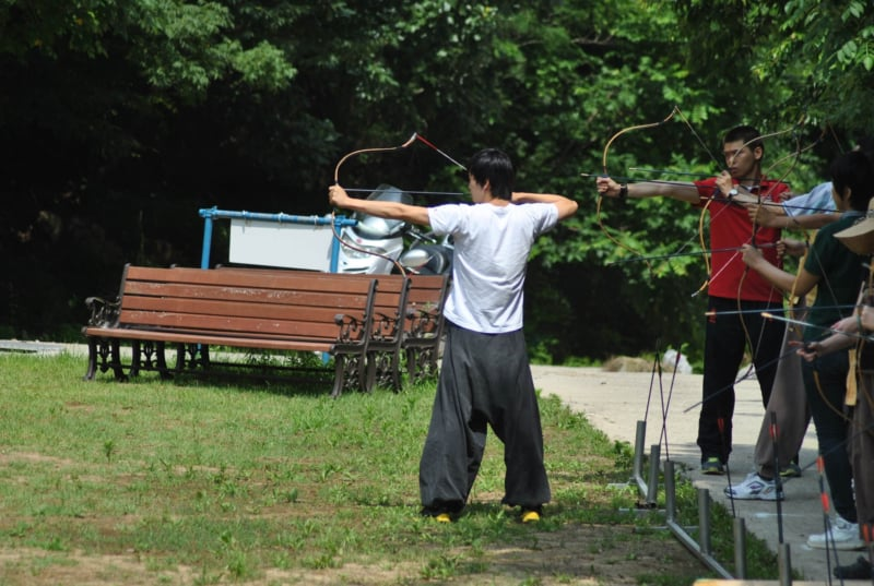 People learning Korean traditional archery
