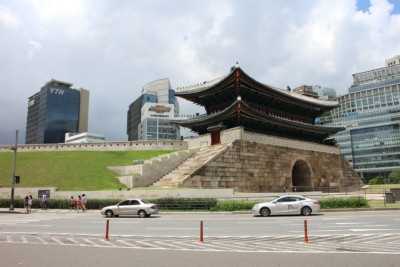 Looking at the beautiful old Namdaemun South Gate in Seoul. As you would imagine it looks like a Fortress Gate