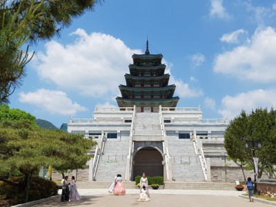 Looking at the stunning architecture of the National Folk Museum building within Gyeongbokgung Palace