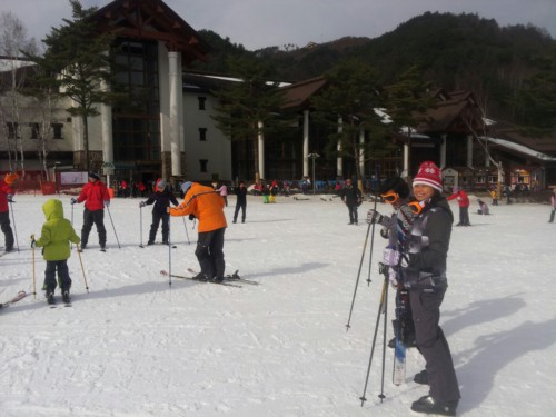 People having a ski lesson at Yongpyong Ski Resort