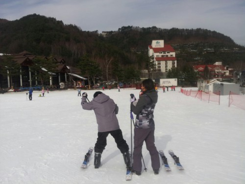 Two people at Yongpyong Resort getting ready to go skiing