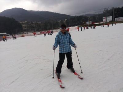 A young girl skiing at Yongpyong resort