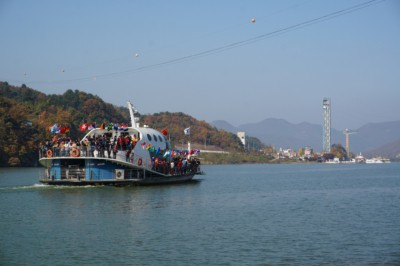 The Nami Island ferry full of passengers in the middle of the Han River